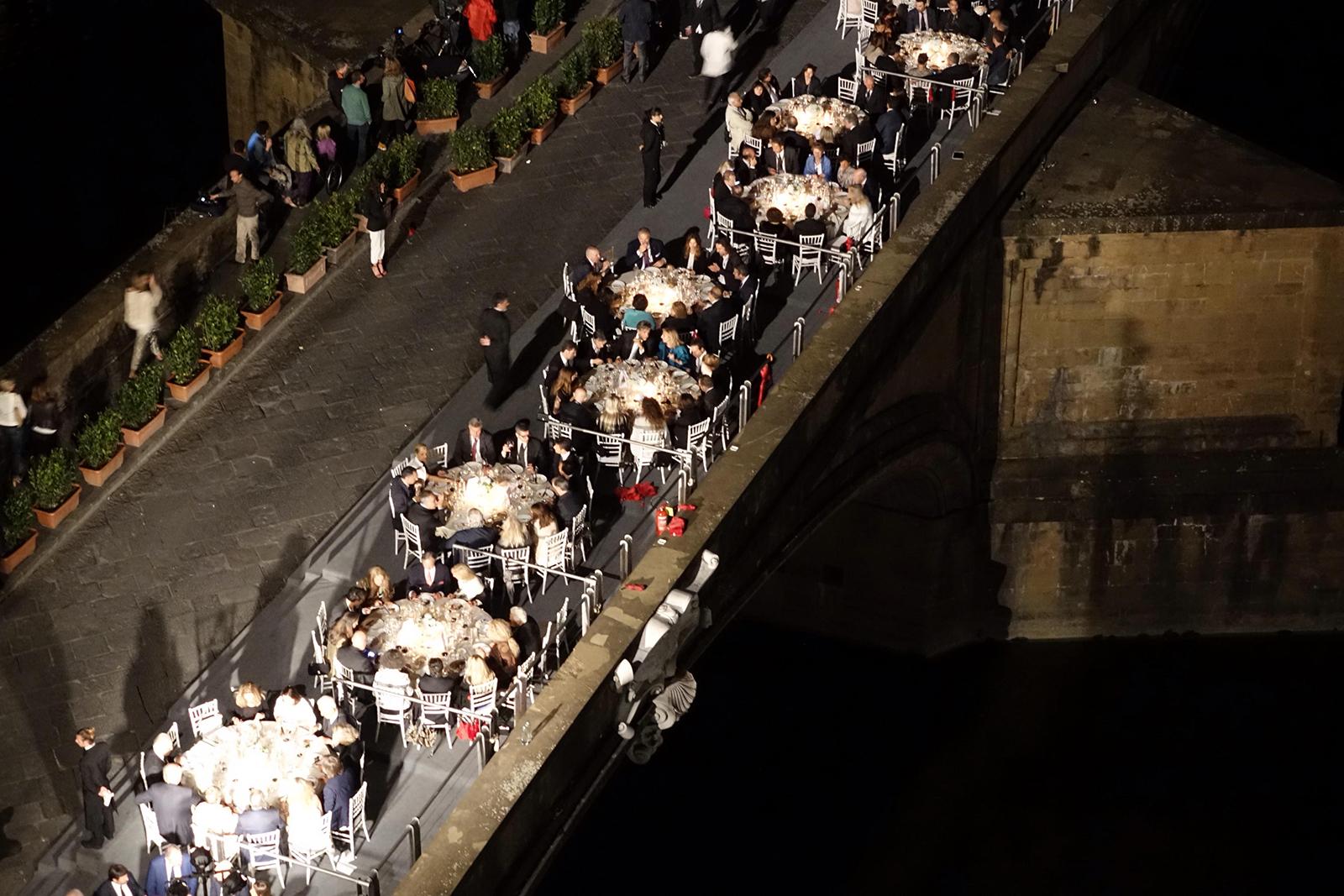 Firenze pitti uomo cena per inaugurazione nuova illuminazione ponte vecchio